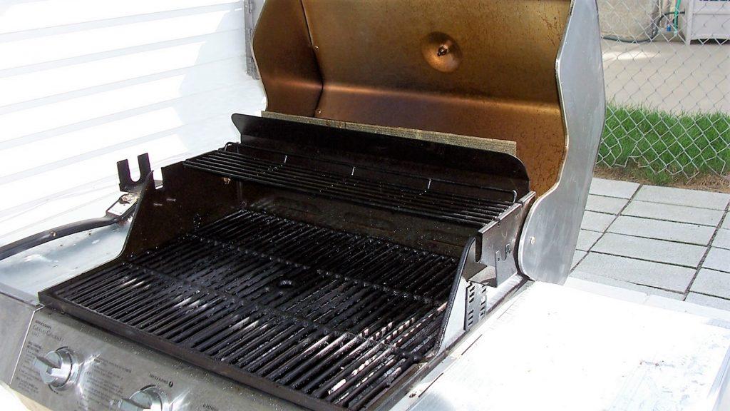 propane grill open