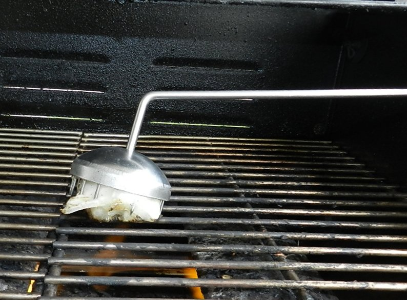 Onion cleaning grill brush