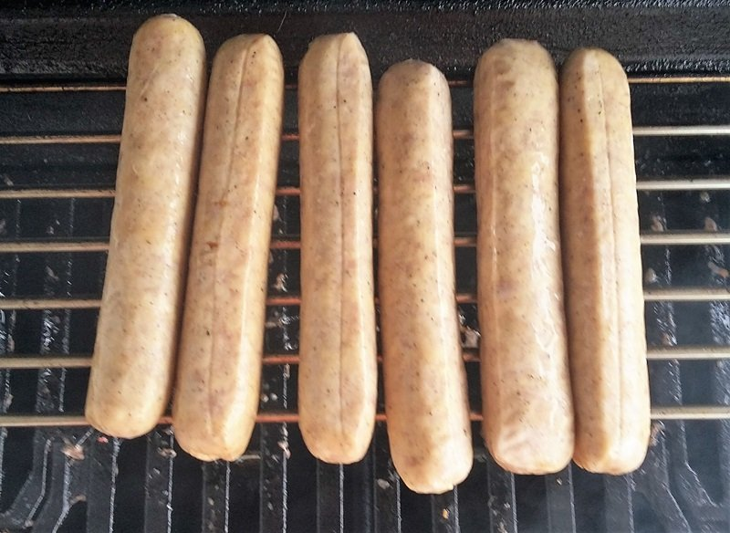 cook bratwurst on the grill raw