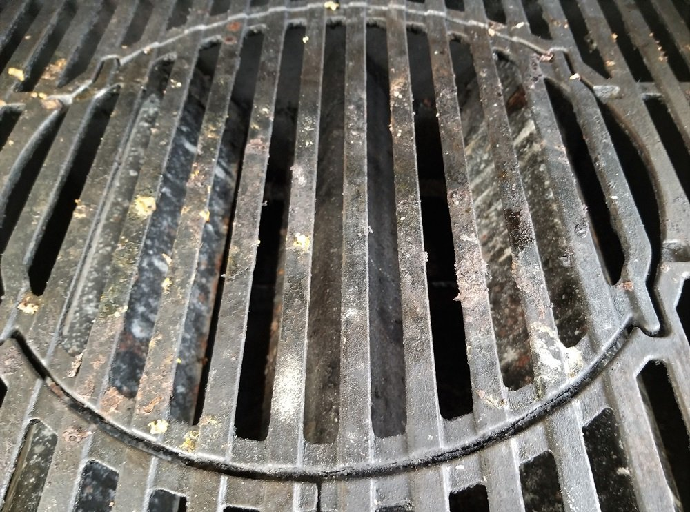 Dirty porcelain coated cast iron grill grates