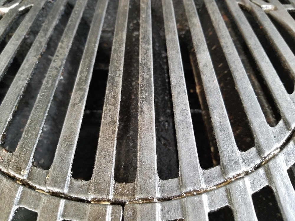 Porcelain coated cast iron grill grates after being cleaned with Weber grill grate cleaner